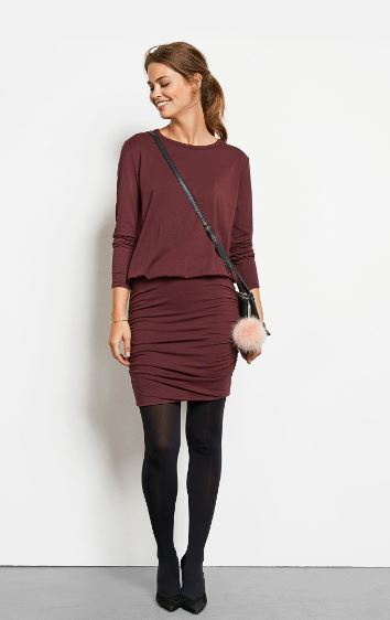 how to wear burgundy